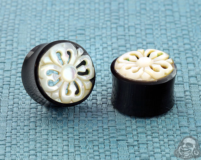 Horn cathedral eyelets (pair)(mismatched/chipped w